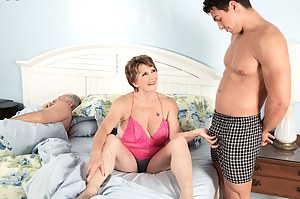 MILF Cuckold Porn Pictures