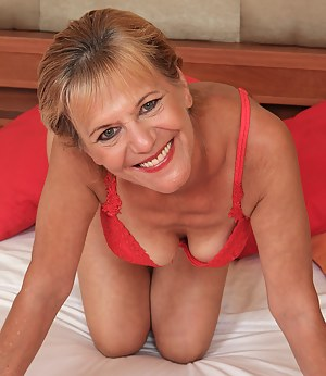MILF Knees Porn Pictures